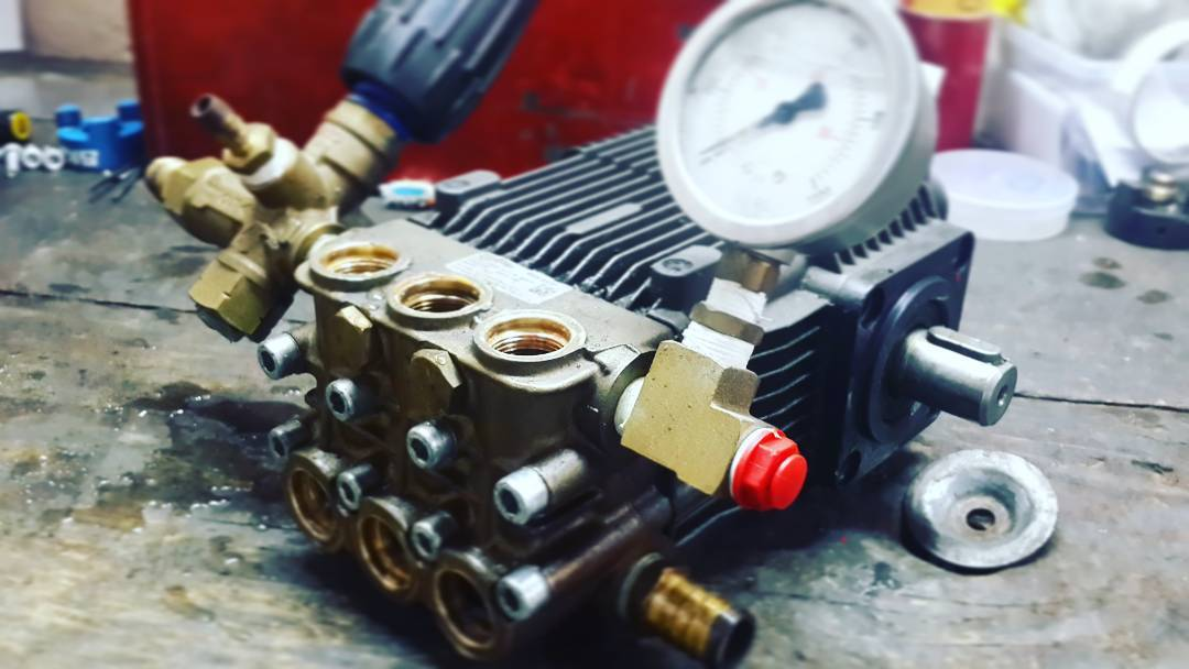 How to Adjust Pressure on Pressure Washer Pump