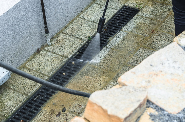 Pressure washers are efficient in cleaning outdoor floor